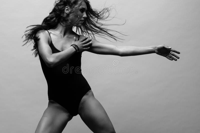 Den moderna balettdans?rdansen royaltyfri foto