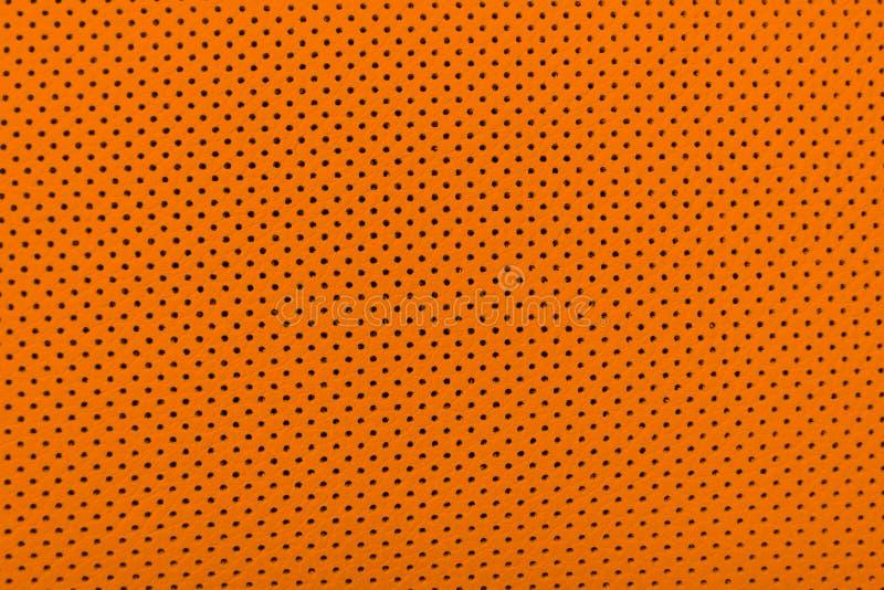 Den moderna lyxiga bilapelsinen piskar inre Delen av perforerat piskar bils?tedetaljer Perforerat brunt piskar texturbackgrou royaltyfria bilder