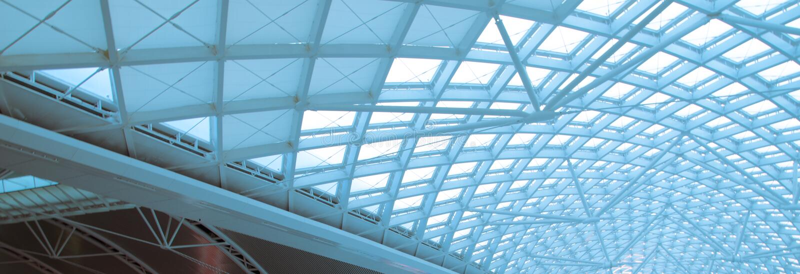 Den moderna organisationen för konstruktion för stationstakstål arkivbild