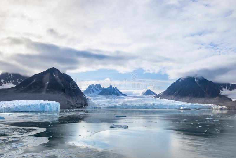 Den Monacobreen - Monaco glaciären i Liefdefjord, Svalbard, Norge royaltyfria foton