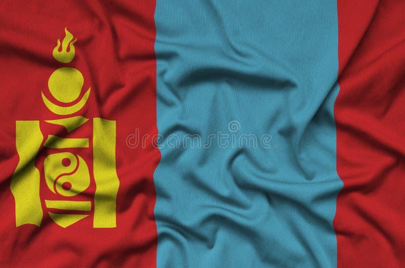 Den Mongoliet flaggan visas på ett sporttorkduketyg med många veck Baner för sportlag royaltyfri fotografi