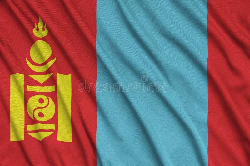 Den Mongoliet flaggan visas på ett sporttorkduketyg med många veck Baner för sportlag royaltyfria foton
