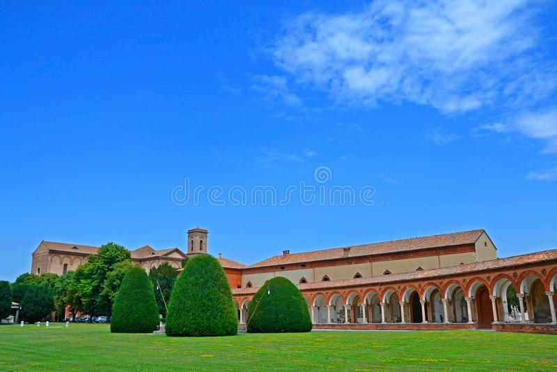 Den monumentala kyrkogården av Certosa - Ferrara, Italien royaltyfri bild