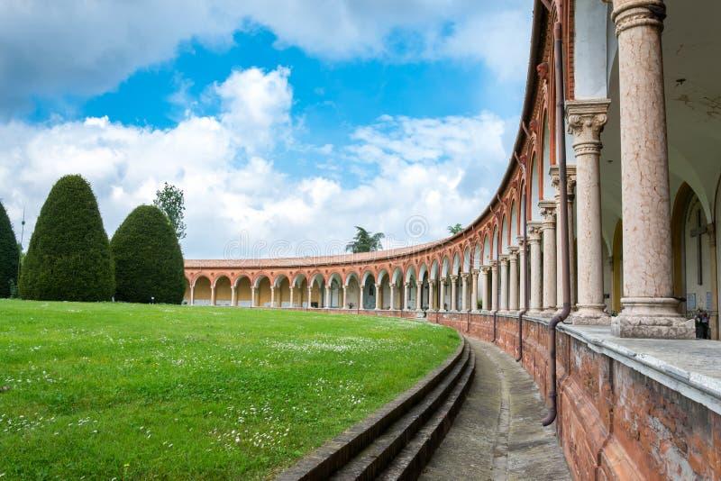 Den monumentala kyrkogården av den Ferrara staden arkivbild