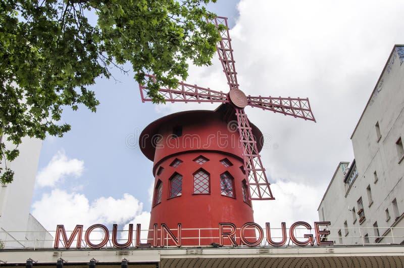Den Moulin rougen - Paris arkivbild