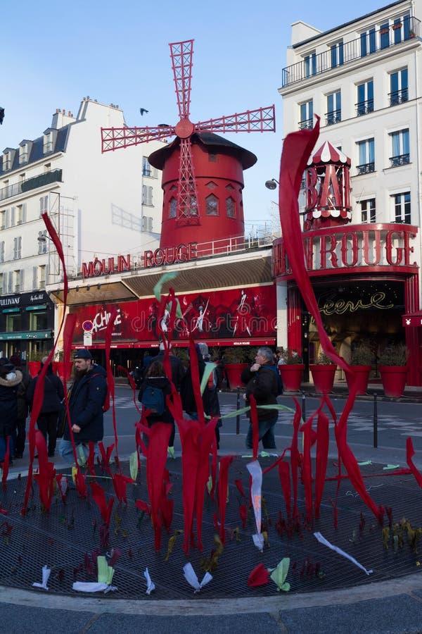 Den Moulin rougen, Paris, Frankrike Det är en berömd kabaret som byggs i 1889 och att lokalisera i den Paris bordellkvarteret av arkivfoton