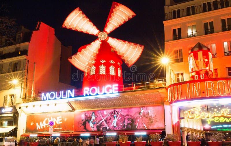 Den Moulin rougen, Paris, Frankrike Det är en berömd kabaret som byggs i 1889 och att lokalisera i den Paris bordellkvarteret av arkivfoto