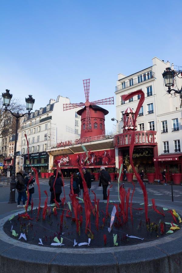 Den Moulin rougen, Paris, Frankrike Det är en berömd kabaret som byggs i 1889 och att lokalisera i den Paris bordellkvarteret av  royaltyfri fotografi