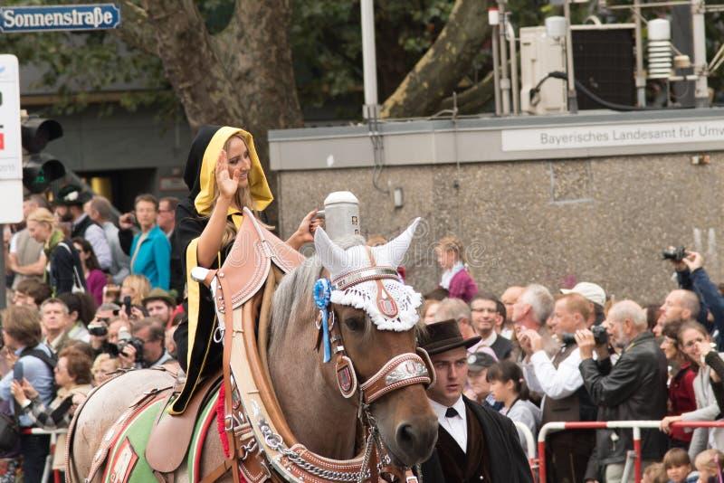 Den Munich munken av Oktoberfesten ståtar royaltyfri fotografi