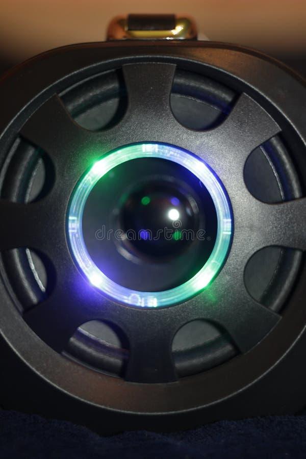 Den musikaliska bärbara högtalaren med fjärrkontroll, den bas- bufferten LEDDE färgmusik royaltyfria bilder