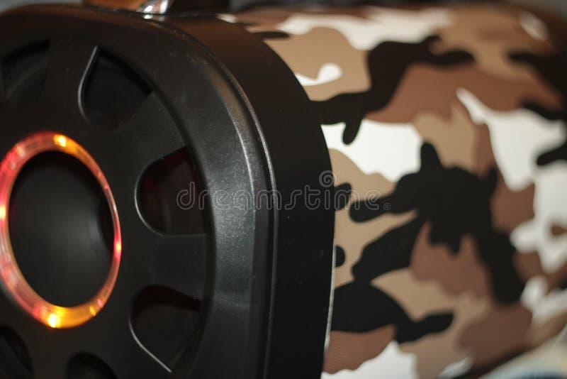 Den musikaliska bärbara högtalaren med fjärrkontroll, den bas- bufferten LEDDE färgmusik arkivbild