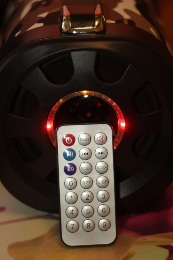 Den musikaliska bärbara högtalaren med fjärrkontroll, den bas- bufferten LEDDE färgmusik fotografering för bildbyråer