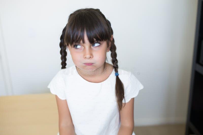 Den nätta flickan borras arkivfoto