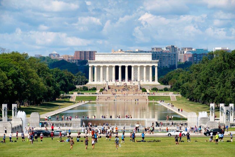 Den nationella gallerian i Washington D C med en sikt av Lincoln arkivbild