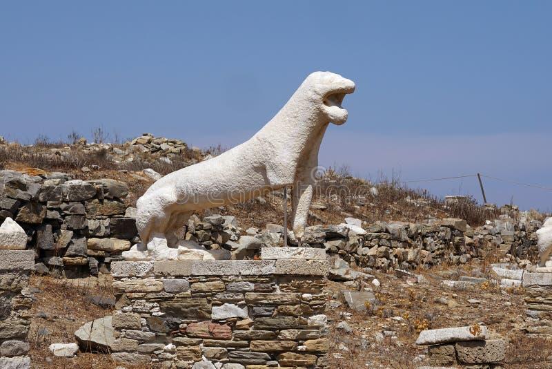 Den Naxian lejonterrassen i den arkeologiska platsen av ön av Delos, Myconos, Cyclades fotografering för bildbyråer