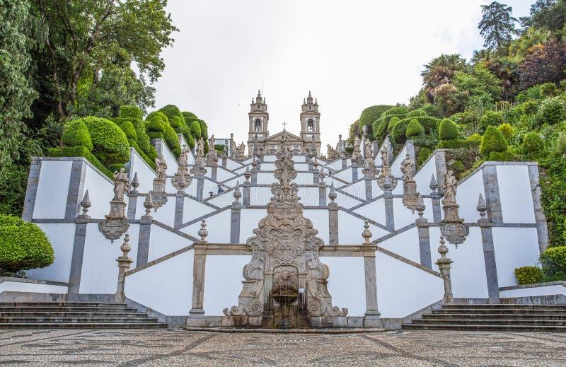 Den neoclassical basilikan av Bom Jesus gör den Monte/Church/religionen/faithfuls/Braga/Portugal arkivfoton