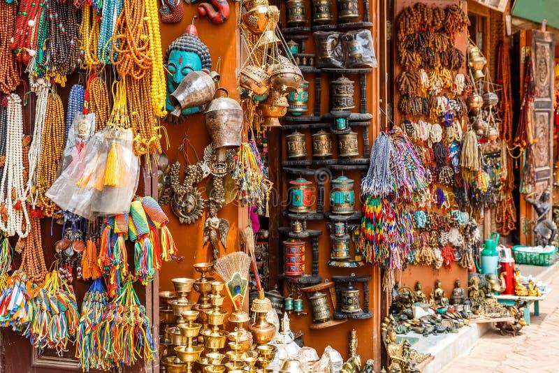 Den nepalesiska souvenir shoppar royaltyfria foton