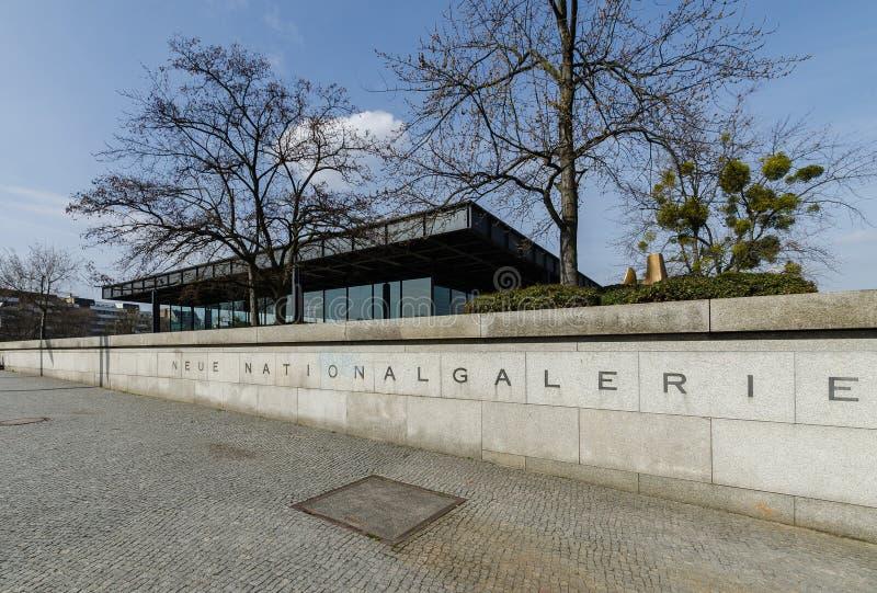 Den Neue Nationalgalerie konstgallerit Apirl 17, 2013 i Berlin, G arkivfoto