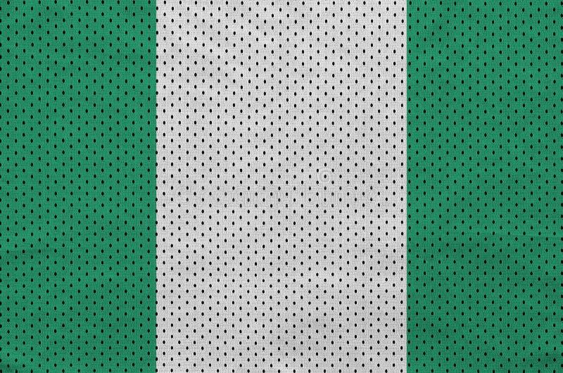 Den Nigeria flaggan skrivev ut på ett tyg för ingrepp för polyesternylonsportswear arkivbilder