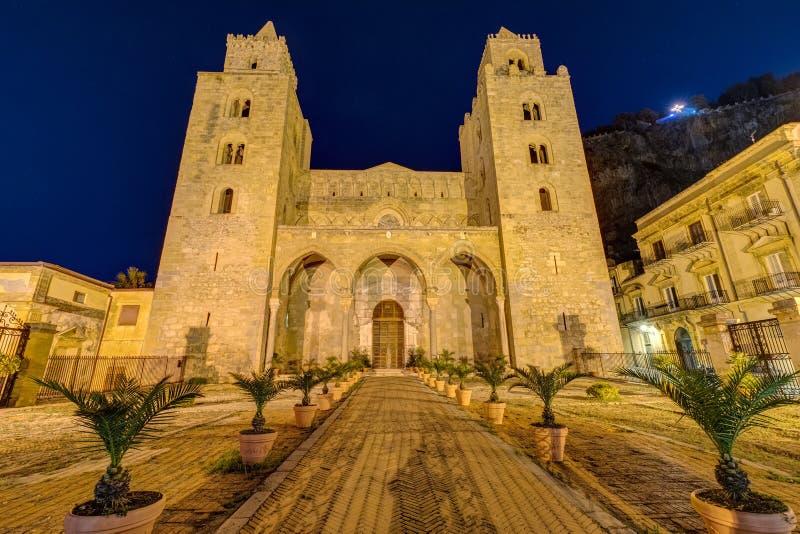 Den norman domkyrkan av Cefalu i Sicilien royaltyfri foto