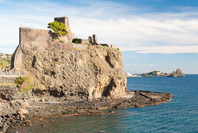 Den norman slotten av Acicastello royaltyfri fotografi