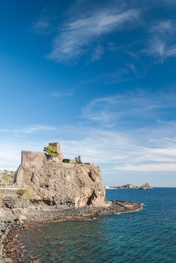 Den norman slotten av Acicastello royaltyfria foton