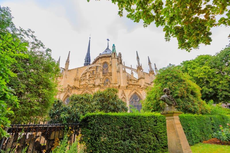 Den Notre Dame baken parkerar arkivbild