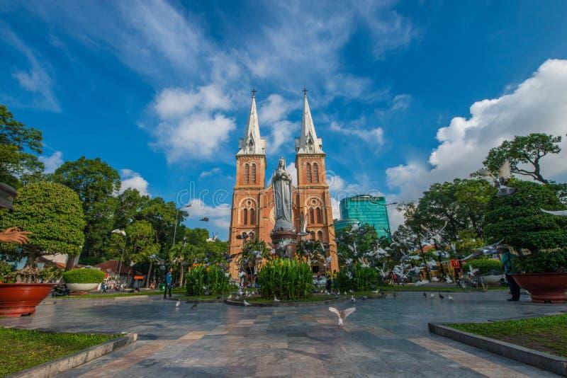 Den Notre-Dame domkyrkabasilikan av Saigon, domkyrkabasilika av vår dam av den obefläckade befruktningen är officiellt ett domkyr arkivfoton