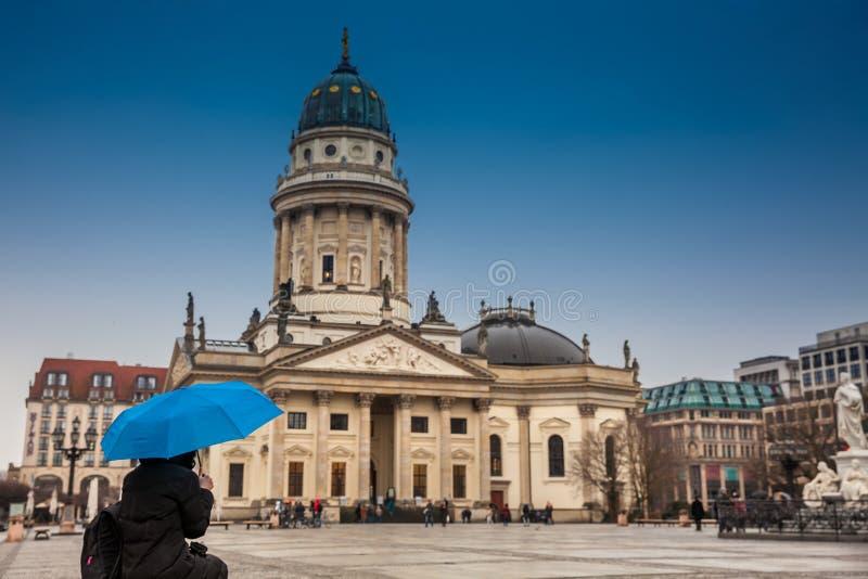 Den nya kyrkan kallade också Tysk Kyrktaga på Gendarmenmarkt fotografering för bildbyråer
