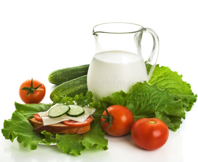 den nya tillbringaren mjölkar grönsaker royaltyfri bild