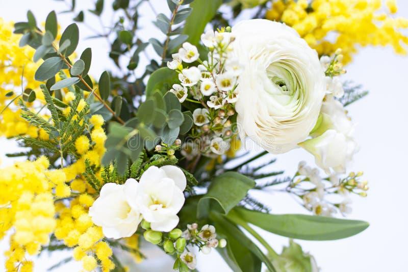 Den nya v?ren blommar upp bukettslut arkivfoton