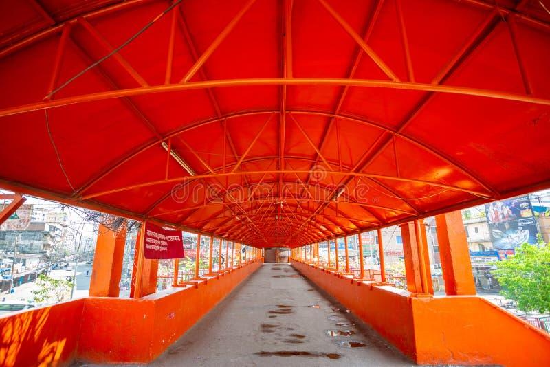 Den nyligen överfulla Newmarket Foot Over Bridge är nu tom i Dhaka, Bangladesh fotografering för bildbyråer