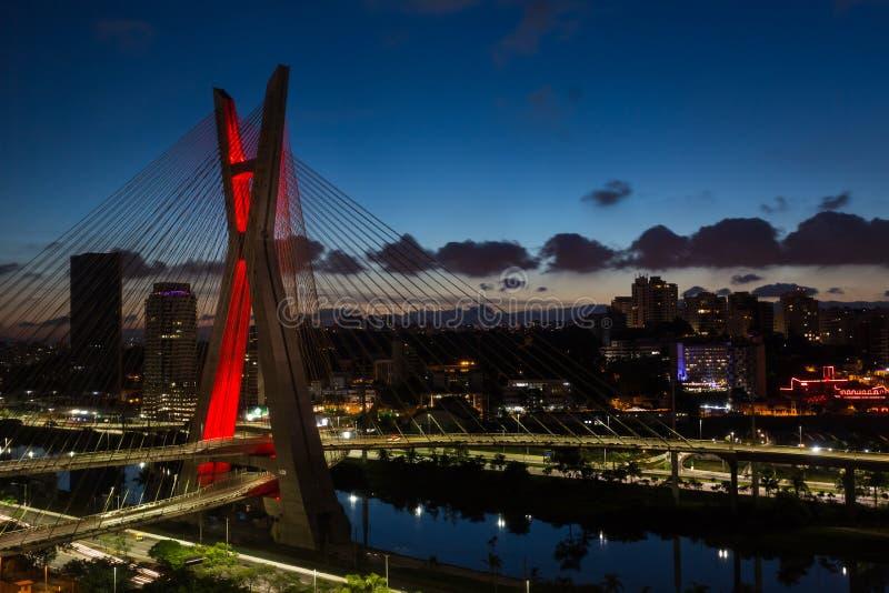 Den Octavio Frias de Oliveira bron, ponteestaiada royaltyfri foto