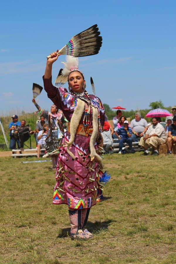 Den oidentifierade indiandansaren på NYC-powen överraskar i Brooklyn royaltyfria foton