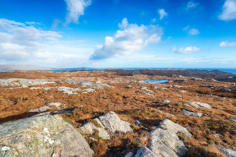 Den ojämna terrängen av ön av Harris arkivfoton