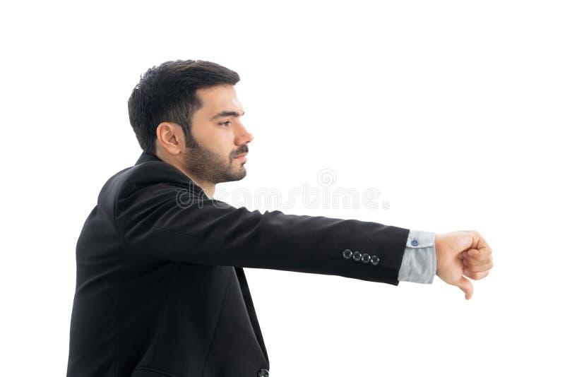 Den olyckliga affärsmannen eller den tillfälliga mannen som ner visar tummar eller att ogilla tecknet eller gesten som borras eft royaltyfria bilder