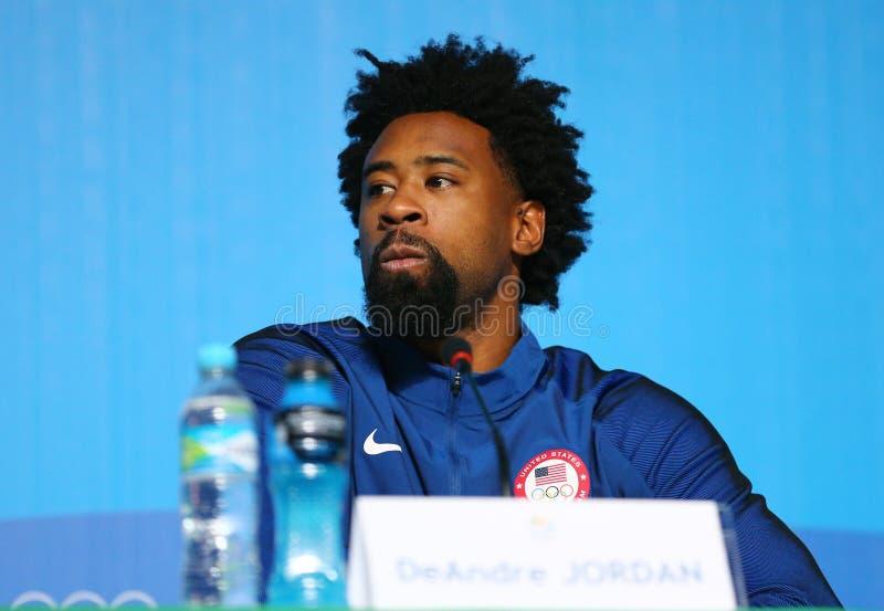 Den olympiska mästaren Jordan DeAndre under USA för basketlagen för man` s presskonferensen på Rio de Janeiro 2016 OS trycker på  arkivbilder