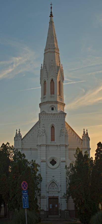 Den omdanade kyrkan är en kyrka för protestantvalör i Zrenjanin, Serbien Det byggdes i 1891 arkivfoton
