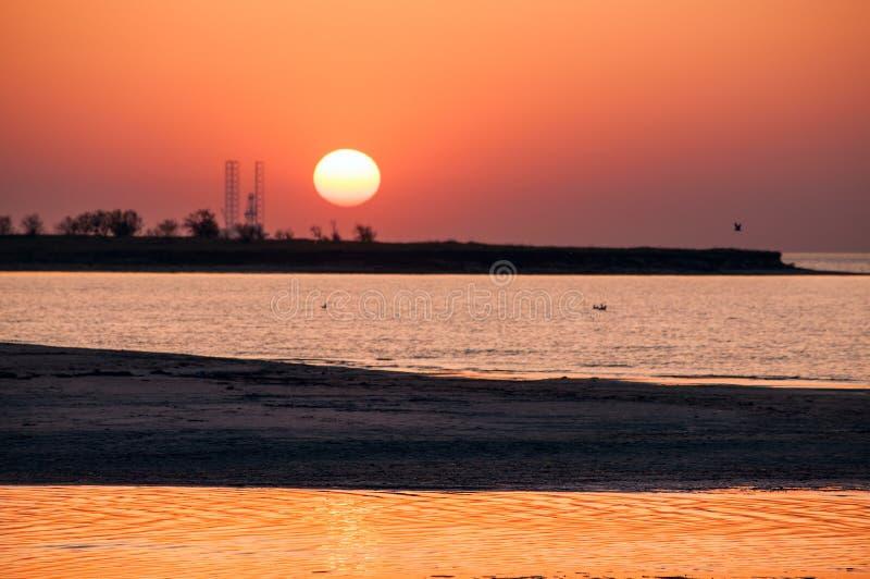 Den orange solnedgången arkivbilder