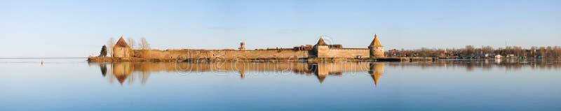 Den Oreshek fästningen, grundades i 1323 royaltyfria foton