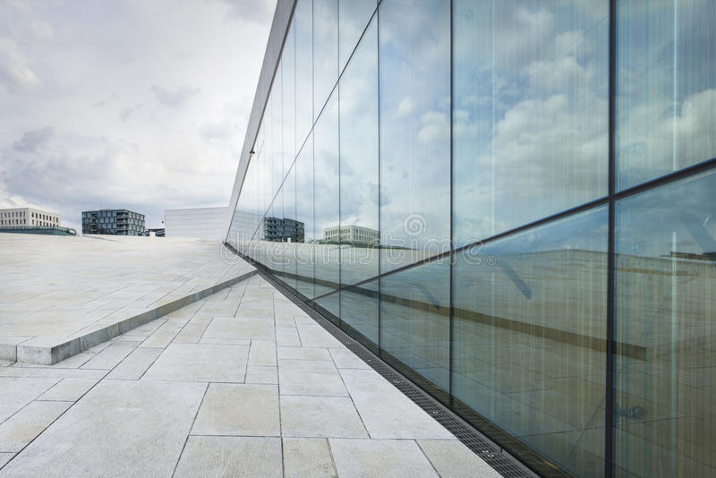 Den Oslo operahuset, Norge royaltyfri foto