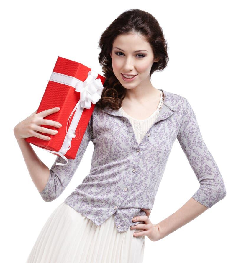 Den Oung kvinnan hands en julgåva arkivbild