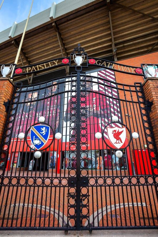 Den Paisley nyckeln framme av Anfield stadion royaltyfria foton