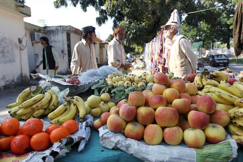 Den Pakistan gatan marknadsför royaltyfria bilder