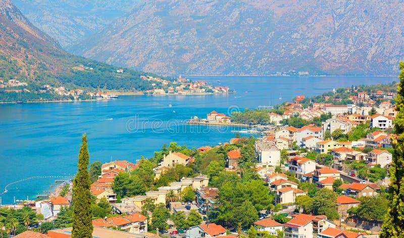 Den panorama- flyg- sikten av Kotor och Boka Kotorska skäller, Montenegro royaltyfri foto