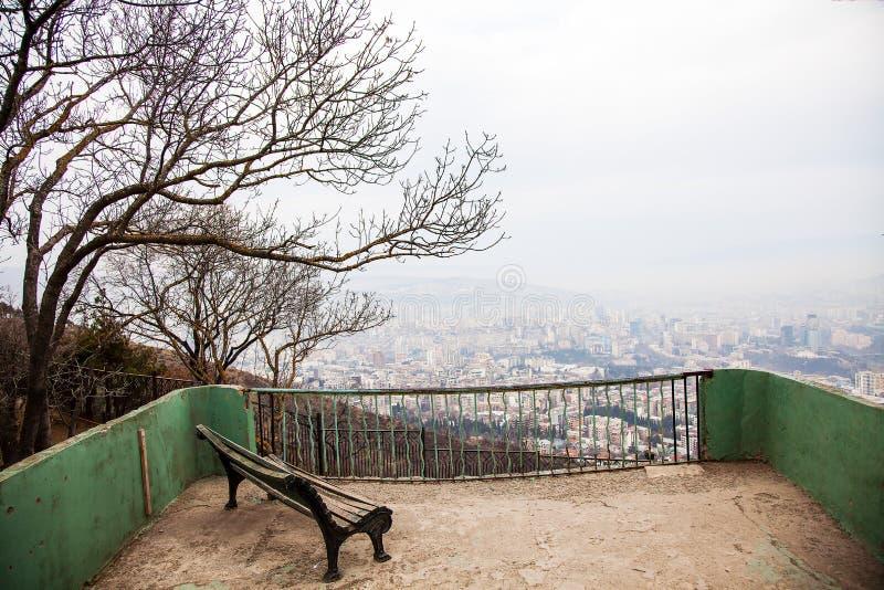 Den panorama- stadssikten från Mtatsminda parkerar i Tbilisi, Georgia, Januari arkivfoto