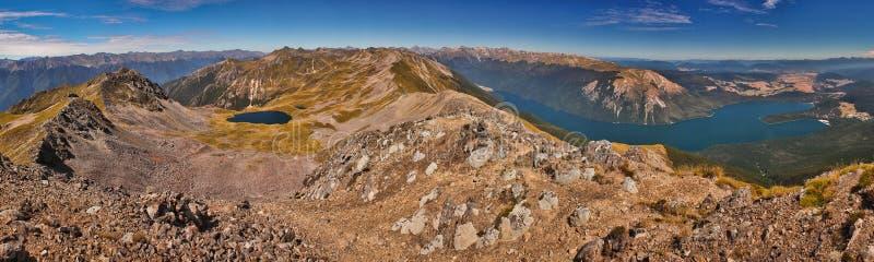 Den Panoramatic sikten av den Nelson Lakes nationalparken från hoppa fallskärm utkik, Nya Zeeland royaltyfri fotografi