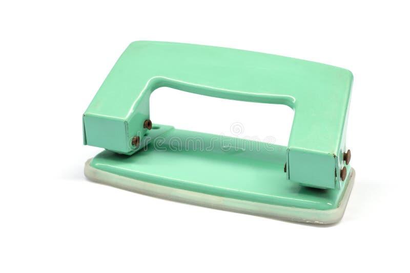 Den pappers- hålpuncheren är en kontorsutrustning på vit bakgrund arkivfoto