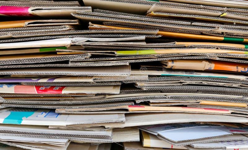 Den pappers- högen återanvänder arkivbilder