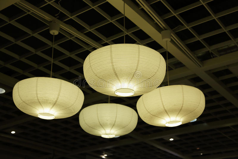 Den pappers- lampan skuggar arkivbilder
